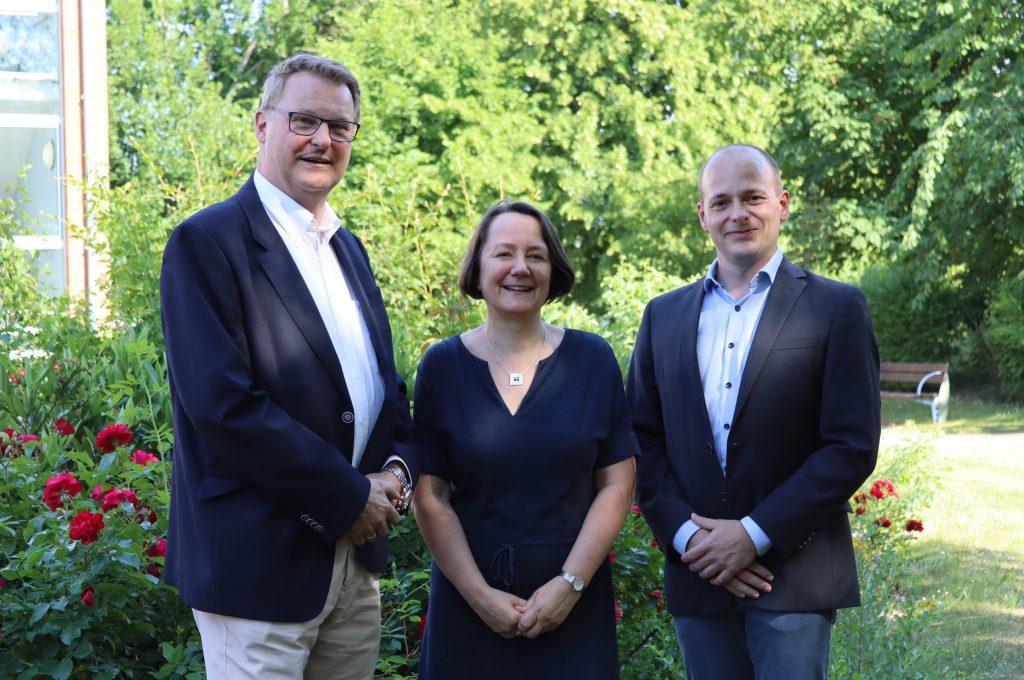 Übergabe: Interims Geschäftsführer Peter Ahrens (v.l.n.r.), Personalleiterin Silke Grohmann Und Neuer Geschäftsführer Stefan Kroeger.